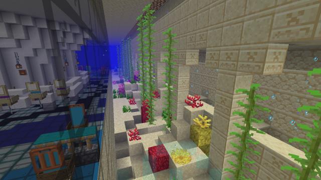 Аквариум в зале подводного ресторана